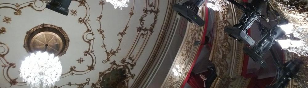 Theater in der Josefstadt, Balkon mit Scheinwerfern